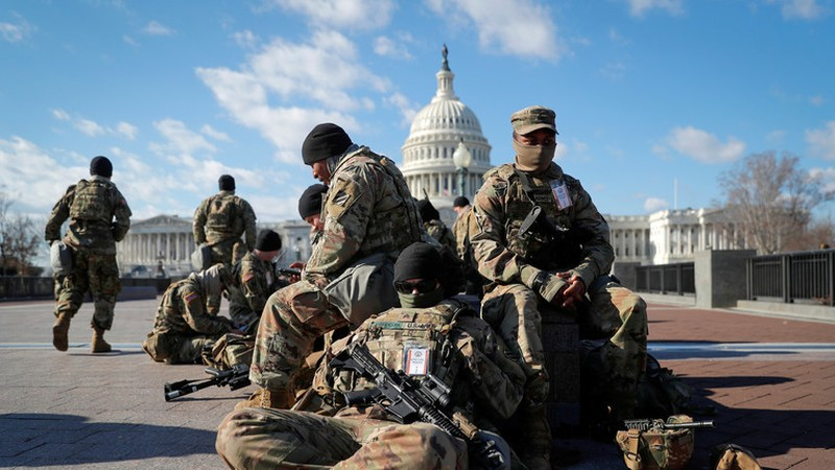Vệ binh Mỹ ở thủ đô đến tháng 3 chờ phiên tòa xét xử ông Trump - ảnh 2