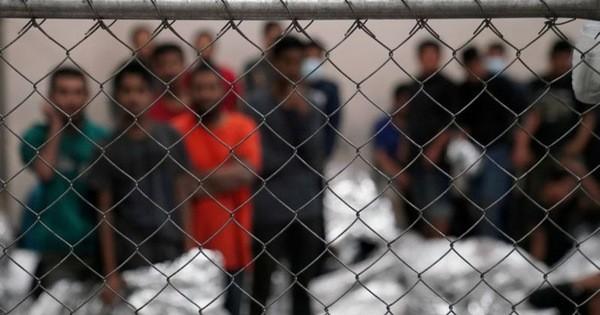 Thẩm phán Texas phong toả lệnh ngưng trục xuất của ông Biden - ảnh 1