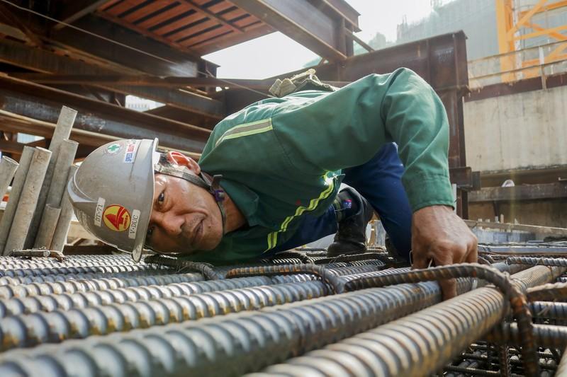 Cận cảnh công nhân ga Bến Thành làm việc ngày cận Tết - ảnh 6