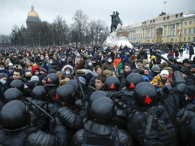 Nga trục xuất 3 nhà ngoại giao EU liên quan vụ ông Navalny - ảnh 1