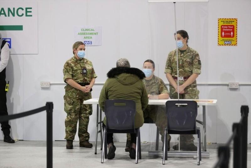 Mỹ triển khai 1.100 binh sĩ hỗ trợ chủng ngừa COVID-19 - ảnh 1