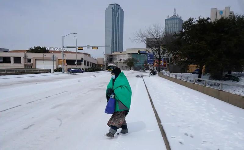 Texas: Hàng triệu gia đình vẫn oằn mình chịu lạnh vì mất điện  - ảnh 2