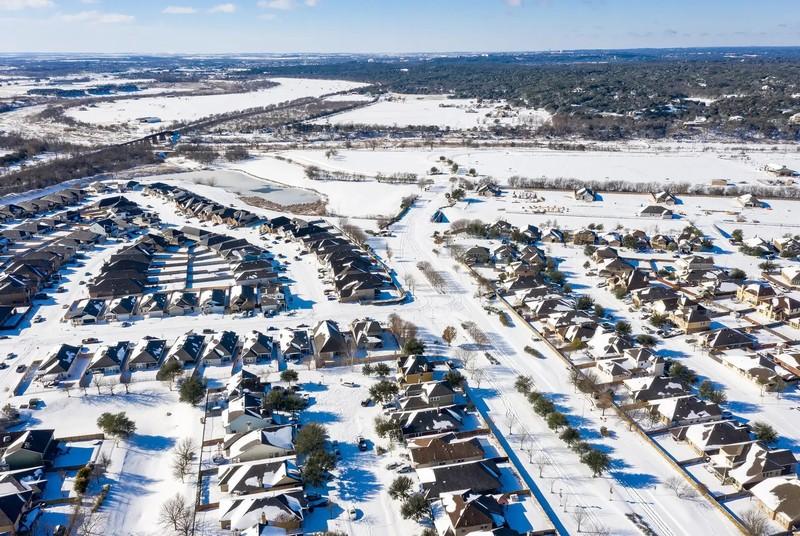 Texas: Hàng triệu gia đình vẫn oằn mình chịu lạnh vì mất điện  - ảnh 1