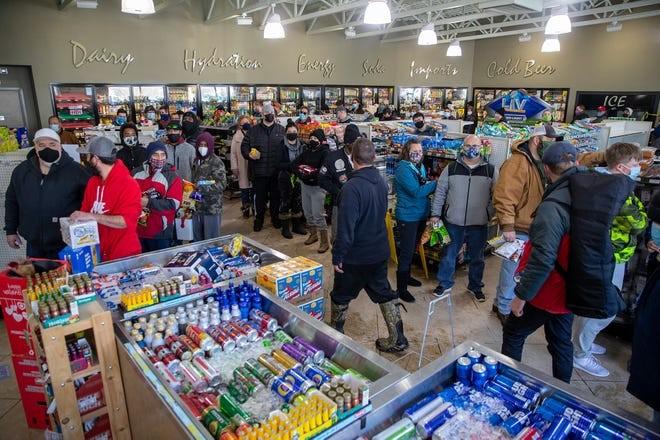 Texas: Các cửa hàng thực phẩm cạn kiệt trong trận rét kỷ lục - ảnh 3