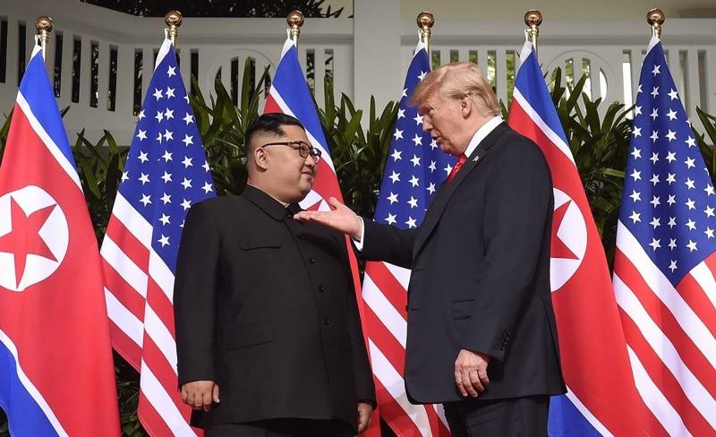Ông Trump từng 'mời' ông Kim Jong-un lên Không lực Một  - ảnh 1