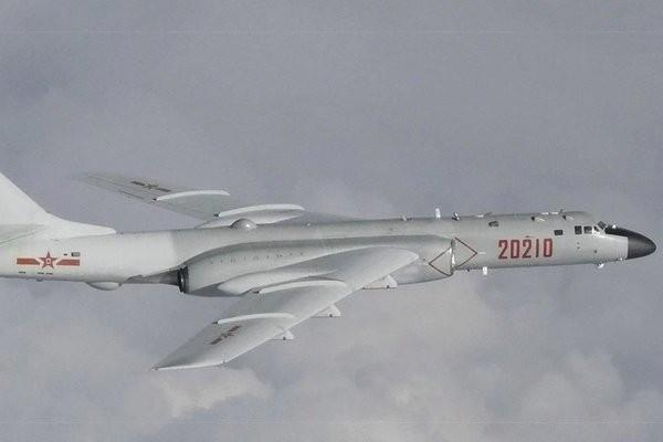 Bắc Kinh cho 10 máy bay ném bom tập trận ở Biển Đông răn đe Mỹ - ảnh 1