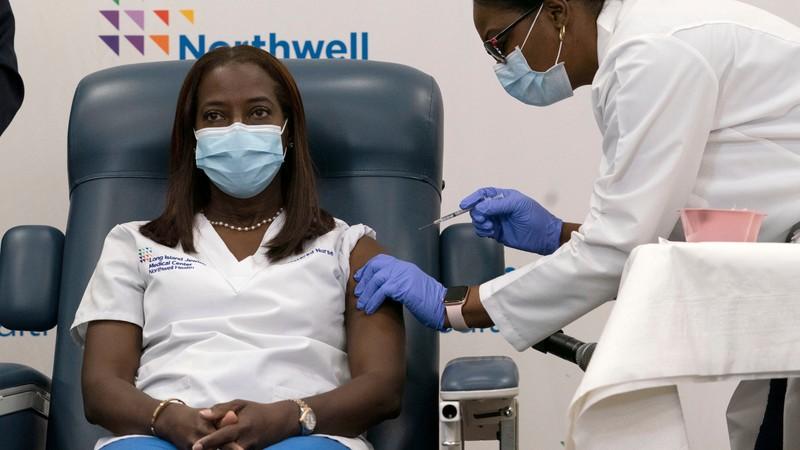 Mỹ cấp phép khẩn cấp vaccine COVID-19 của Johnson & Johnson  - ảnh 1