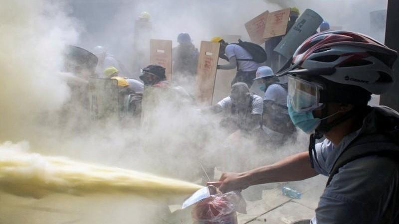18 người chết - ngày biểu tình đẫm máu nhất ở Myanmar - ảnh 4