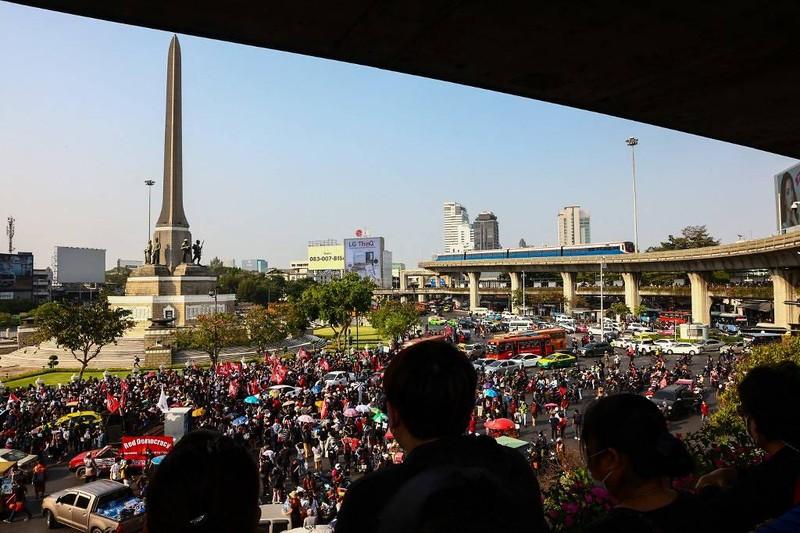 Thái Lan: Người biểu tình kéo đến tư dinh Thủ tướng  - ảnh 2