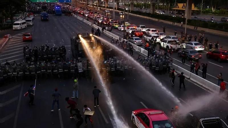 Thái Lan: Người biểu tình kéo đến tư dinh Thủ tướng  - ảnh 1