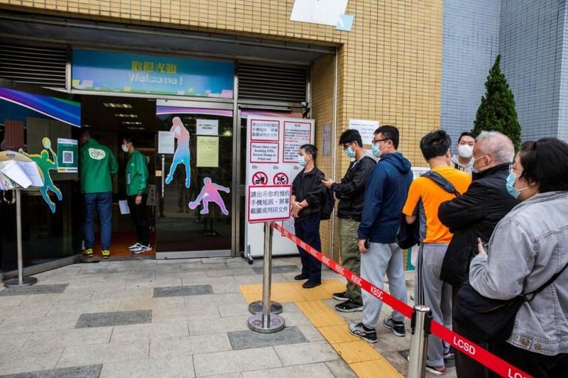 Hong Kong điều tra vụ người chết sau khi tiêm vaccine COVID-19 - ảnh 2