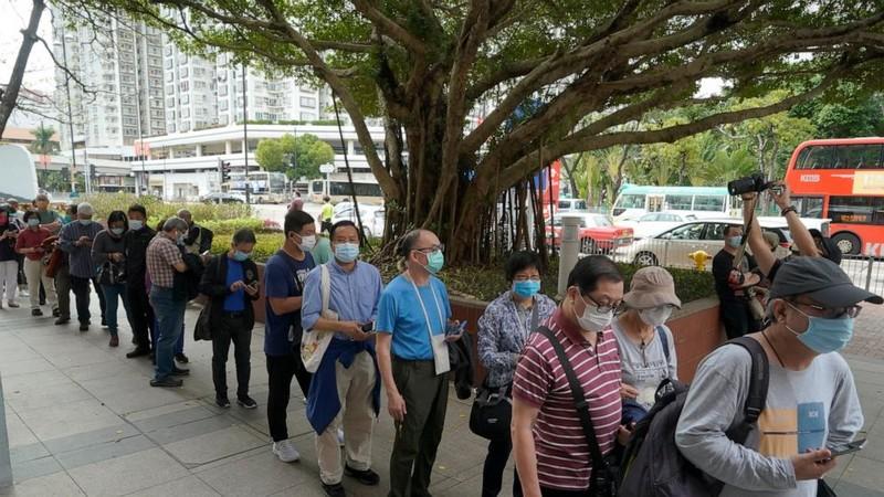 Hong Kong điều tra vụ người chết sau khi tiêm vaccine COVID-19 - ảnh 1