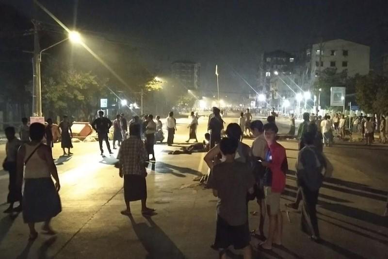 Myanmar: Hàng trăm người biểu tình được cảnh sát trả tự do - ảnh 3