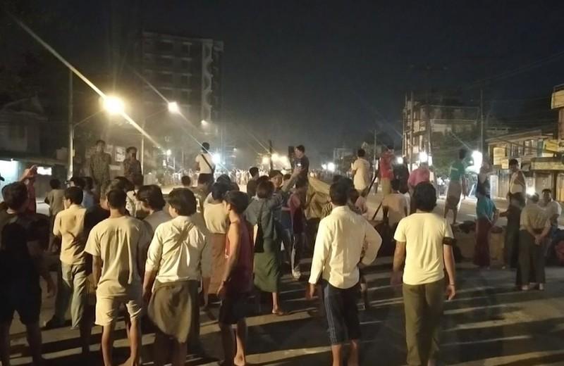 Myanmar: Hàng trăm người biểu tình được cảnh sát trả tự do - ảnh 1