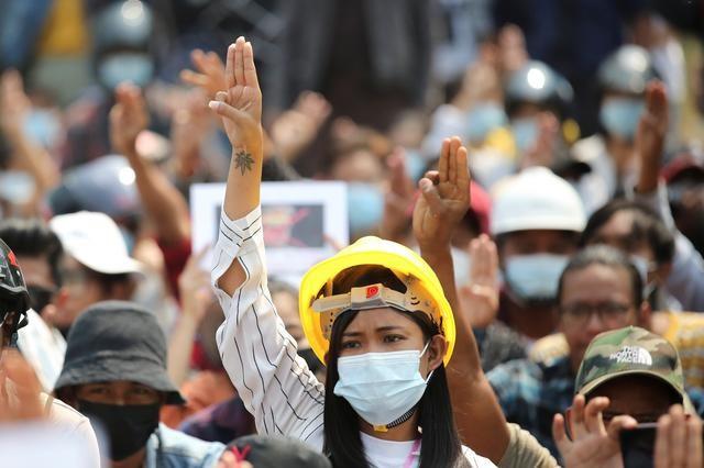 Cảnh sát Myanmar khám xét nhà dân, cấm truyền thông đưa tin - ảnh 3