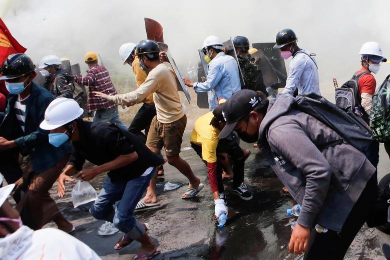 Cảnh sát Myanmar khám xét nhà dân, cấm truyền thông đưa tin - ảnh 2
