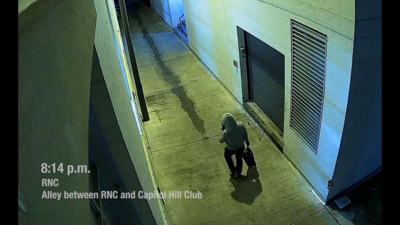 FBI công bố video kẻ tình nghi đặt bom tại trụ sở hai đảng - ảnh 1