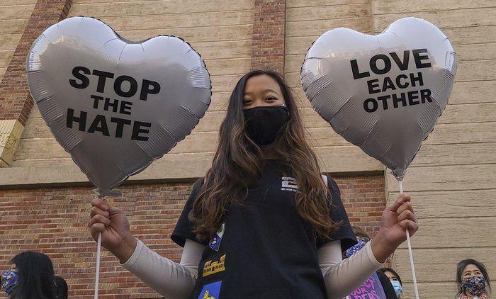 Hàng trăm người Mỹ biểu tình chống hành vi kỳ thị người gốc Á - ảnh 3