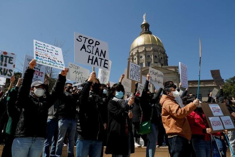 Hàng trăm người Mỹ biểu tình chống hành vi kỳ thị người gốc Á - ảnh 5