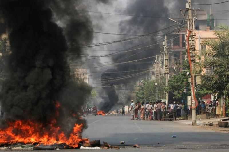 'Một ngày đáng xấu hổ', 50 người biểu tình Myanmar bị bắn chết - ảnh 1