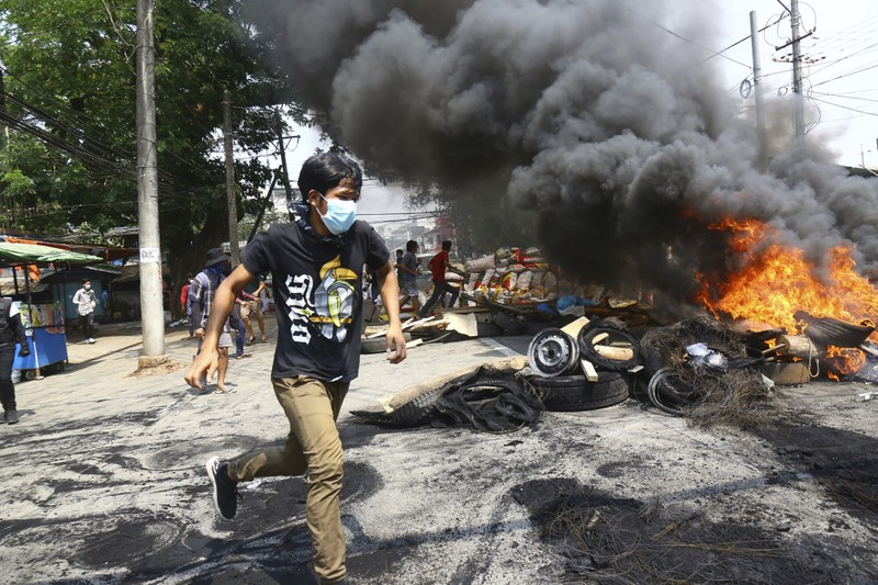 SCMP: An ninh Myanmar xả súng vào đám tang người biểu tình - ảnh 4