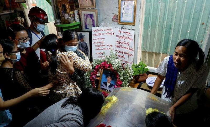 SCMP: An ninh Myanmar xả súng vào đám tang người biểu tình - ảnh 2