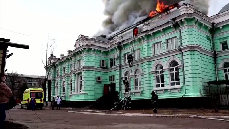 Nga: Phẫu thuật tim thành công ngay trong bệnh viện đang cháy - ảnh 1