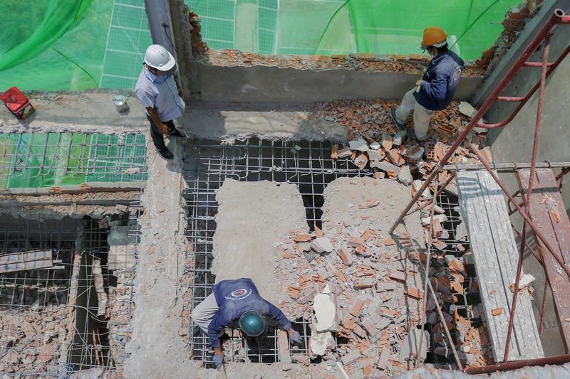 Cận cảnh cưỡng chế công trình xây dựng vượt tầng quận 10 - ảnh 8