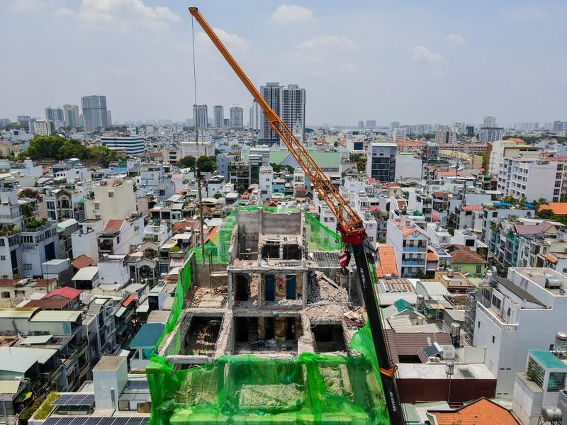 Cận cảnh cưỡng chế công trình xây dựng vượt tầng quận 10 - ảnh 1