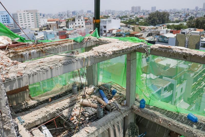 Cận cảnh cưỡng chế công trình xây dựng vượt tầng quận 10 - ảnh 11