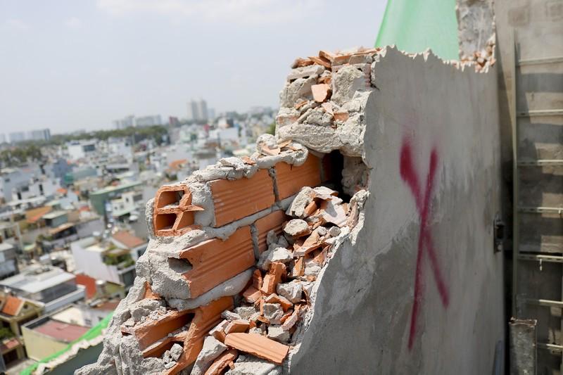 Cận cảnh cưỡng chế công trình xây dựng vượt tầng quận 10 - ảnh 7