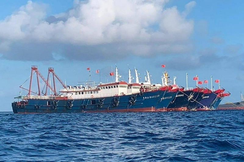 Biển Đông: TQ biến tàu tiếp tế thành trạm giám sát di động? - ảnh 3