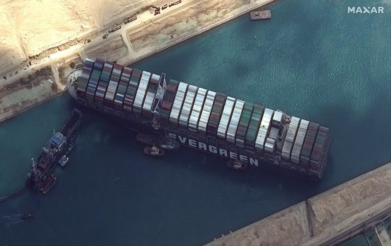 Vụ tàu mắc kẹt: Ai Cập giữ tàu, đòi bồi thường gần 1 tỉ USD - ảnh 1