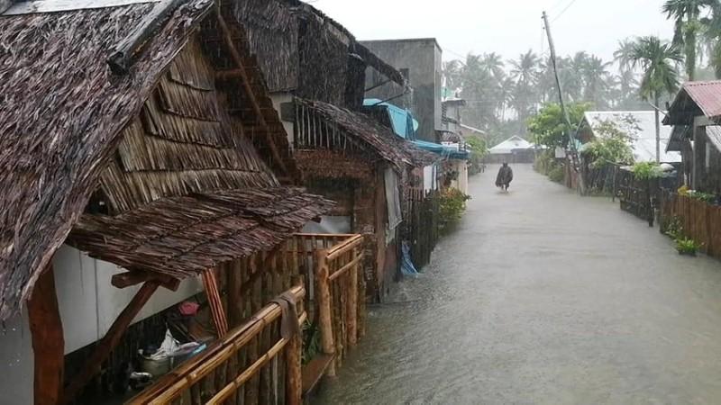 Siêu bão Surigae: Hơn 100.000 người Philippines phải sơ tán - ảnh 1