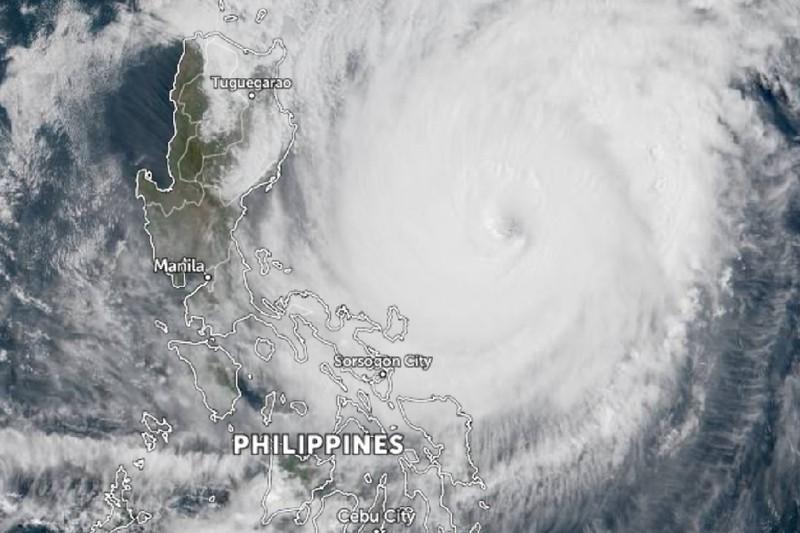 Siêu bão Surigae: Hơn 100.000 người Philippines phải sơ tán - ảnh 2