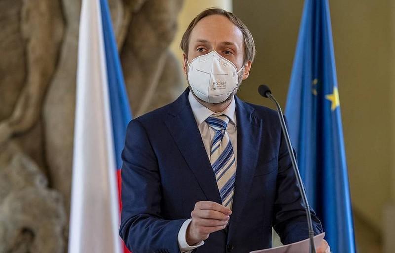 Czech 'áp trần' số nhân viên đại sứ quán Nga giữa căng thẳng  - ảnh 1