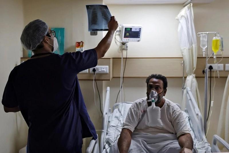 Ấn Độ huy động bác sĩ, y tá thực tập cùng chống COVID-19 - ảnh 1
