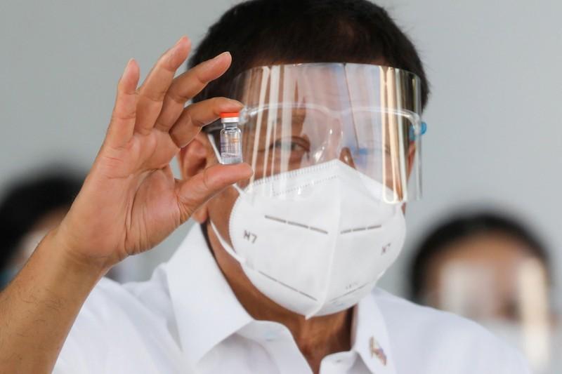 Philippines: Ông Duterte tiêm vaccine COVID-19 của Trung Quốc - ảnh 1