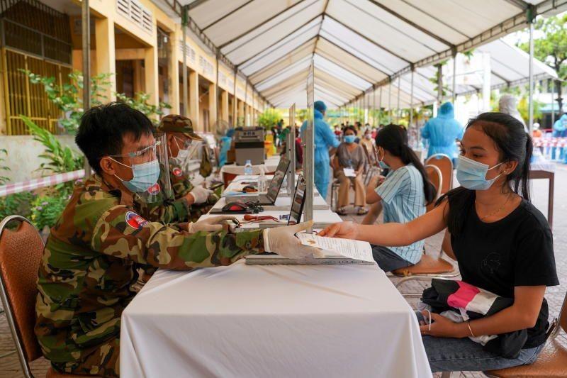 Campuchia cấm nhà báo tác nghiệp tại 'vùng đỏ' COVID-19 - ảnh 2