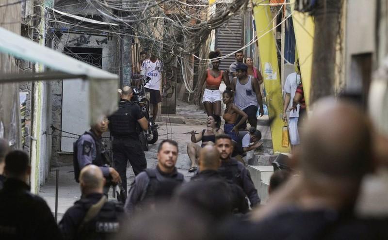 Brazil: Cảnh sát đấu súng với tội phạm ma túy, 25 người chết - ảnh 1