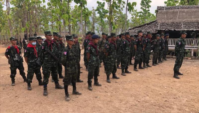 CNN: Nhóm nổi dậy huấn luyện quân sự miễn phí cho dân Myanmar - ảnh 2