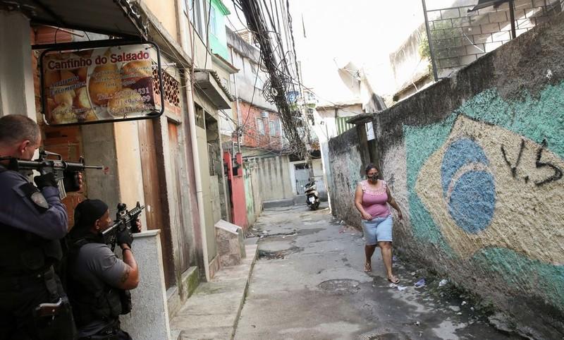 Brazil: Cảnh sát đấu súng với tội phạm ma túy, 25 người chết - ảnh 2