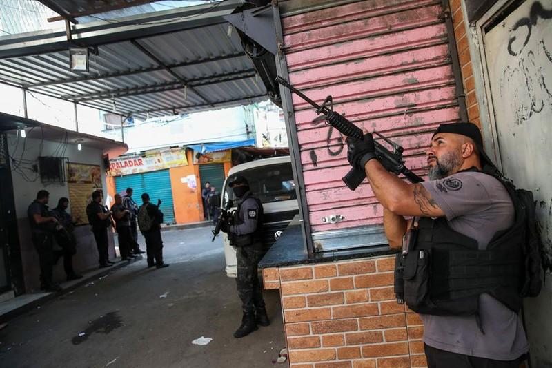 Brazil: Cảnh sát đấu súng với tội phạm ma túy, 25 người chết - ảnh 3