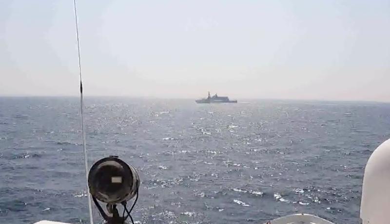 Tàu chiến Mỹ bắn cảnh cáo tàu Iran ở eo biển Hormuz - ảnh 1