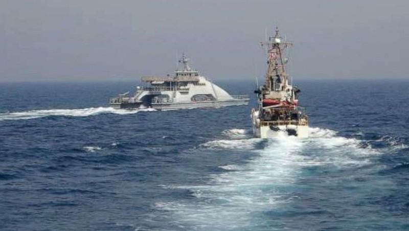 Tàu chiến Mỹ bắn cảnh cáo tàu Iran ở eo biển Hormuz - ảnh 2
