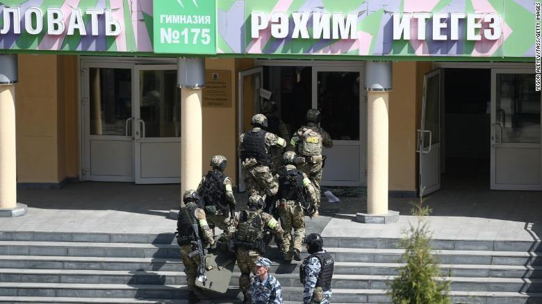 Nga: Thanh niên 19 tuổi xông vào trường học bắn chết 7 trẻ em  - ảnh 1
