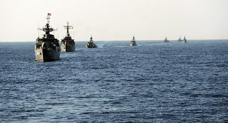 Mỹ bắn 30 phát súng cảnh báo cảnh báo khi bị tàu Iran quấy rối - ảnh 1