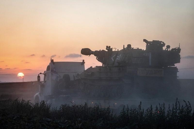 Israel nã pháo vào Dải Gaza, đính chính việc điều động bộ binh - ảnh 1