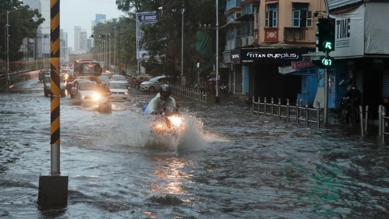 Ấn Độ: Tàu gặp nạn do bão Tauktae, 96 người còn mất tích - ảnh 3