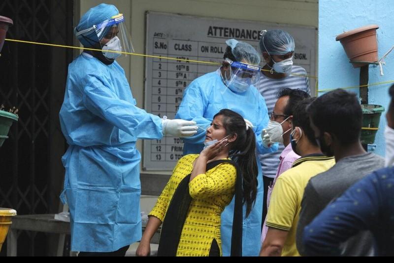 Ấn Độ báo số nhiễm mới giảm, lo ngại bỏ lọt dịch ở nông thôn - ảnh 1